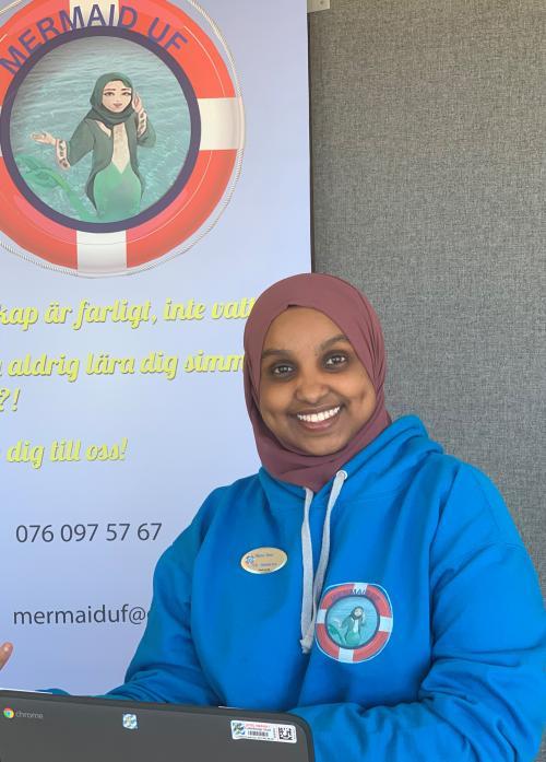 Muna Idow startade simskolan Mermaid UF när hon gick i trean.