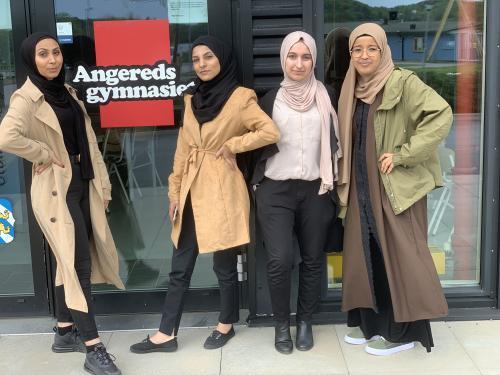Här är några av tjejerna som numera leder elevkåren på skolan. Fr v Kenana Alghaeb, Hadil Mohammed, Heba Abbas och Hafsa Mohamed.