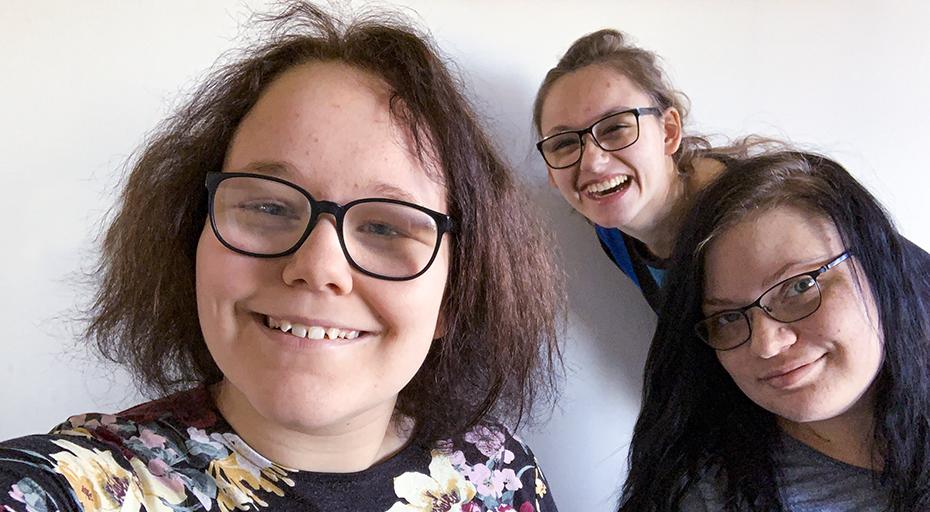 Wilma, Alice och Hanna, gymnasieelever på distans.
